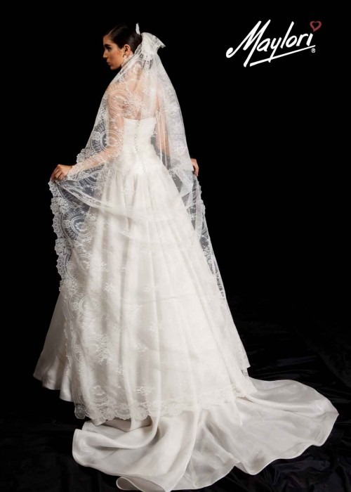 Mantilla Chantilly